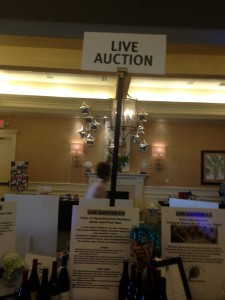image of live auction sign